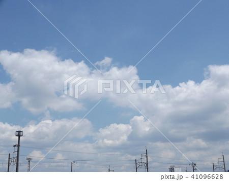 夏の青空に白い雲 41096628