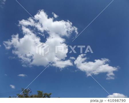 夏の青空に白い雲 41098790