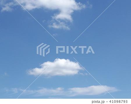 夏の青空に白い雲 41098793