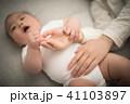 赤ちゃん お母さん 母の写真 41103897