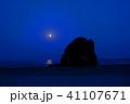 稲佐の浜の明け方近くの月 41107671