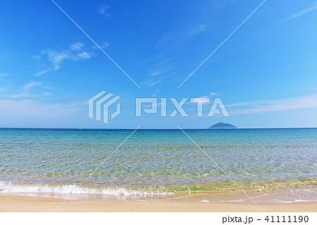 福岡県 青空と青い海の玄界灘 41111190
