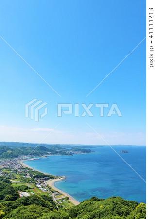 千葉県 鋸山からの青空と青い海 41111213