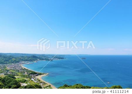 千葉県 鋸山からの青空と青い海 41111214
