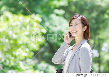 スーツの女性 オフィスレディ 新緑 OL ビジネス スーツ ポートレート リクルート 41116266