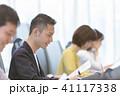 ビジネスマン ビジネスシーン オフィスカジュアルの写真 41117338
