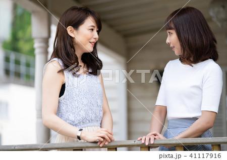 若い 女性 旅行 41117916