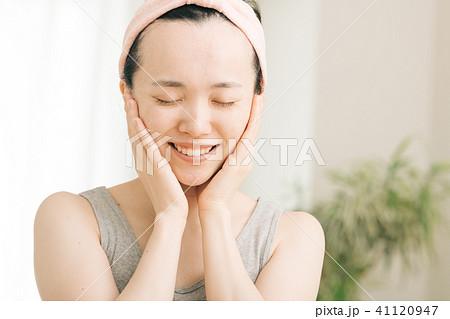 美容 ビューティー 保湿 若い日本人女性 41120947