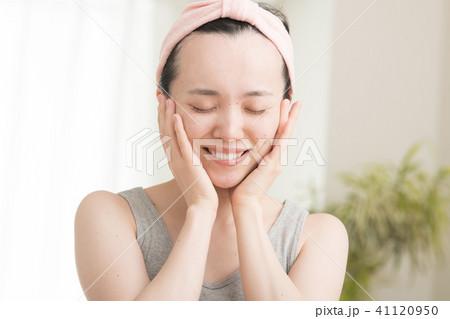 美容 ビューティー 保湿 若い日本人女性 41120950
