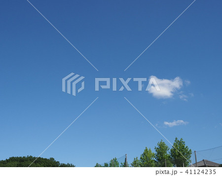 緑と青空と白い雲 41124235