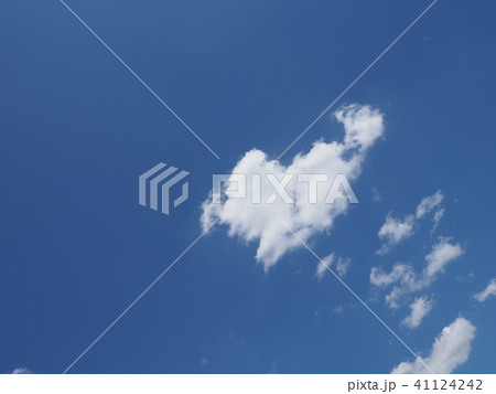 青空と白い雲 41124242