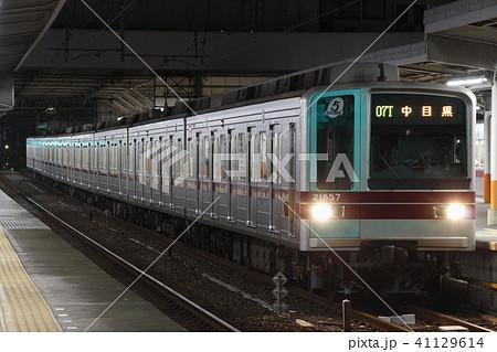 日比谷線直通の東武伊勢崎線20050系(5扉車) 41129614