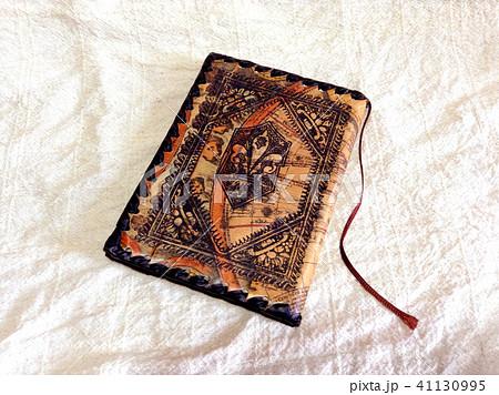 イタリア 革のブックカバー Italian leather book cover 41130995