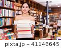 女性 書店 本の写真 41146645