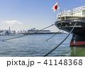 横浜港氷川丸と大さん橋に停泊するダイヤモンドプリンセス 41148368