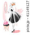 パウダールームの女性 黒のドレス 41149127