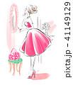 パウダールームの女性 ピンクのドレス 41149129