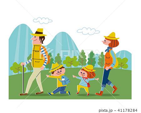 家族でハイキング・背景あり 41178284