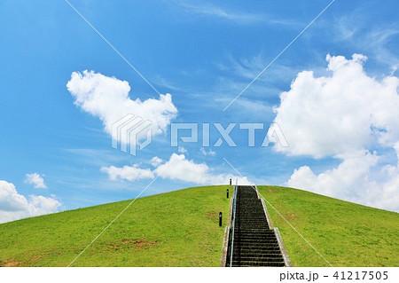 爽やかな青空と丘の公園 41217505
