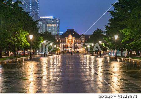 《東京都》雨天の東京駅 41223871