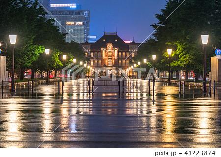 《東京都》雨天の東京駅 41223874
