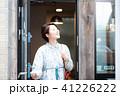 カフェ 喫茶店 女性の写真 41226222