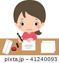 書類にペンで記入する若い女性 41240093