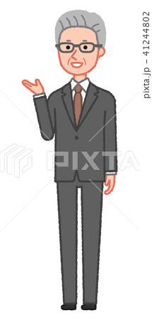 スーツ 案内をするシニア男性 斜め 41244802