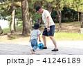 おじいちゃんとボール遊び 41246189