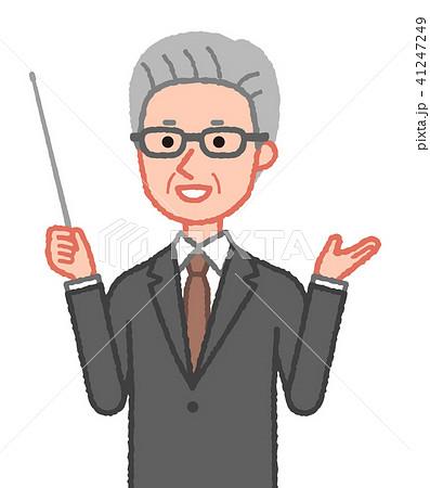 スーツ 笑顔で指示棒を持つシニア男性(手振り) 斜め 41247249
