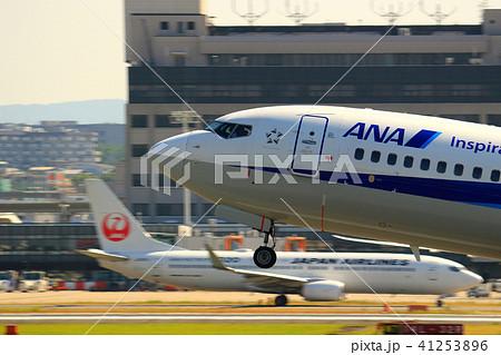 大阪国際空港 飛行機 離陸 41253896