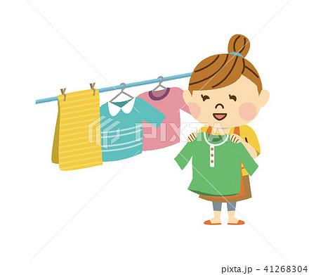 洗濯物を干す女性 41268304