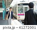 ビジネスウーマン 駅 ビジネスマンの写真 41272001