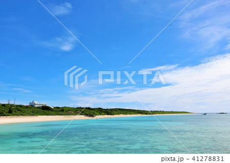 沖縄 青空と青い海の波照間島 41278831