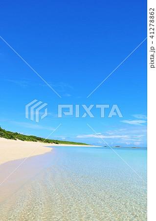 沖縄 青空と青い海の波照間島 41278862
