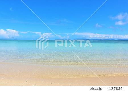 沖縄 青空と青い海の波照間島 41278864