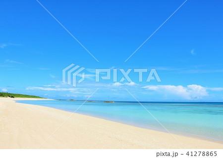 沖縄 青空と青い海の波照間島 41278865