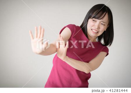 拒絶する若い日本人女性 41281444