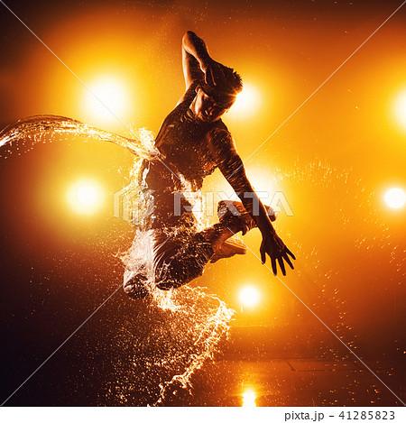 Young man dancing 41285823