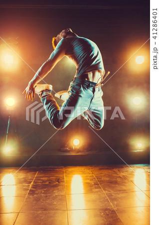 Young man dancing 41286401