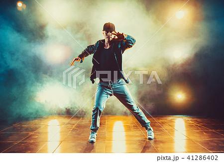 Young man dancing 41286402