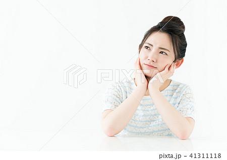 若い女性 41311118