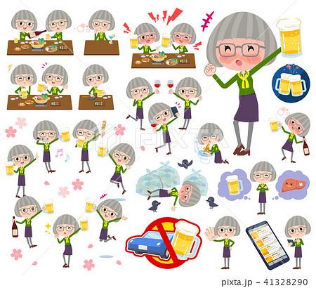 green shirt old women_alcohol 41328290