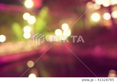 クリスマスのイルミネーション、キラキラしたデフォーカスの街灯と光 41328765
