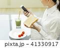ビジネスウーマン 朝食 41330917
