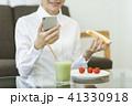 ビジネスウーマン 朝食 41330918