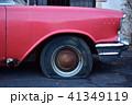 廃車になったアメ車 パンクしたタイヤ 41349119
