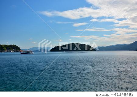 海の京都・伊根の舟屋群・伊根浦公園から青島と遊覧船を望む(1) 41349495