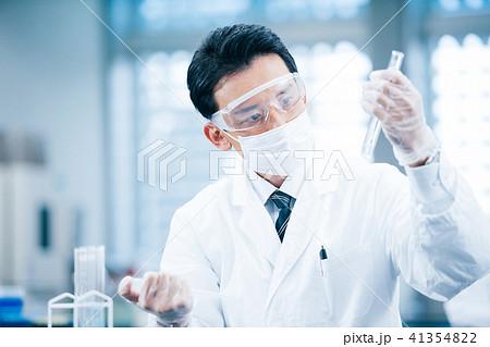 白衣の男性 研究 41354822