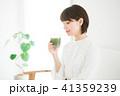 女性 スムージー 野菜ジュースの写真 41359239